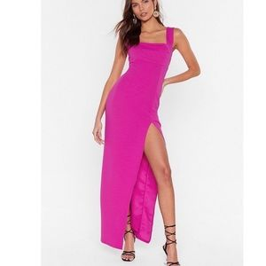 Fitted dress with slit